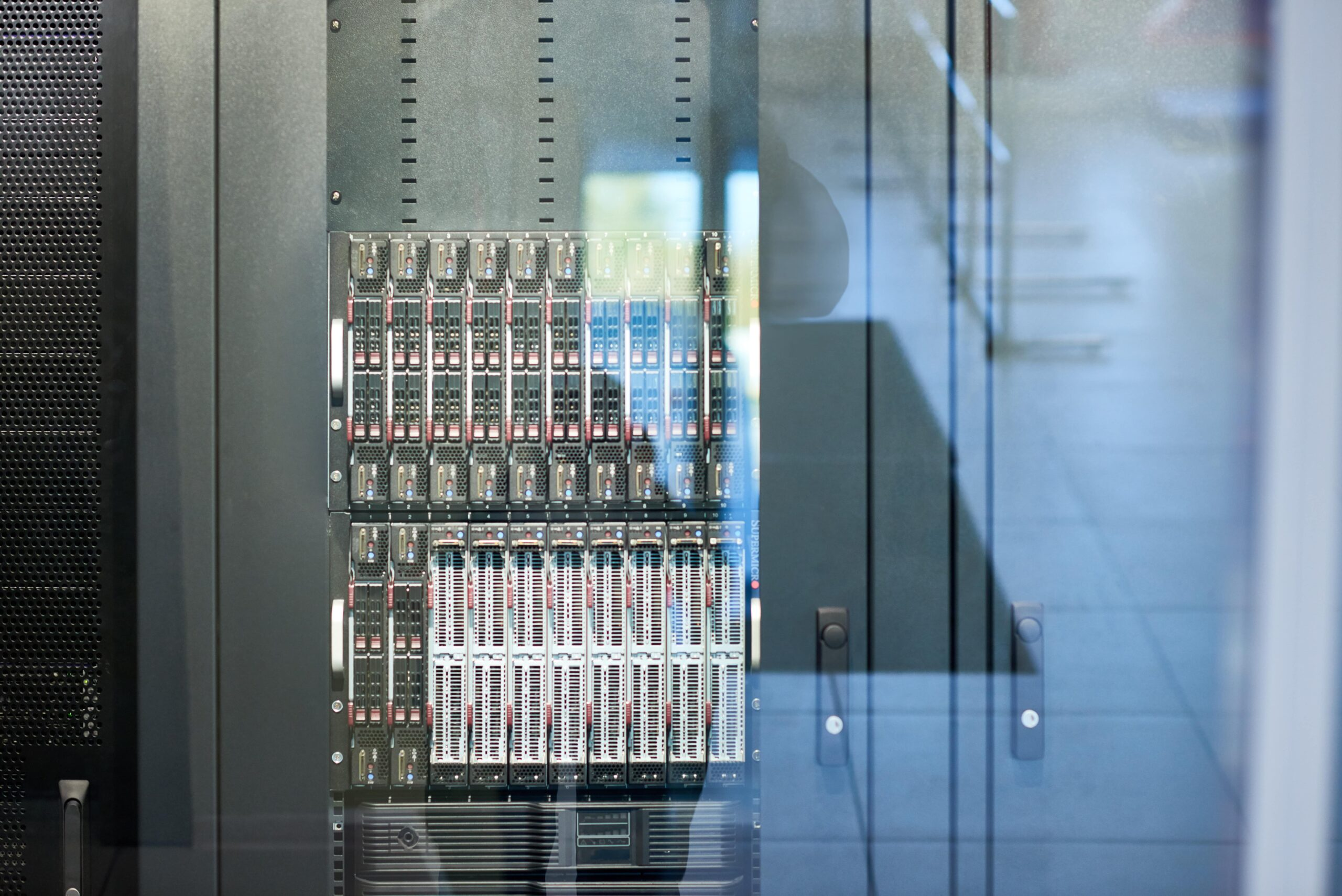 modern-server-cabinet-FPA78R5-min